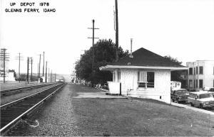 Glenn's Ferry Idaho 1978 view of Union Pacific train depot real photo pc (Y6259)