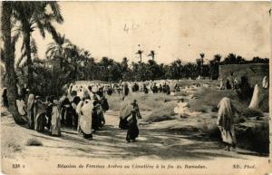 CPA Reunion de Femmes Arabes au Cimetiere ALGERIE (749497)
