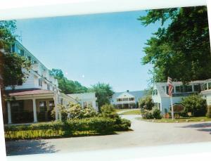 Vintage Postcard Mariner Motor Inn Hotel Mass