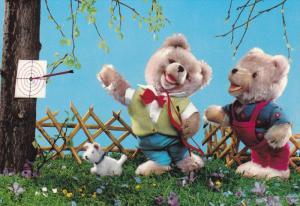 Teddy Bears holding bow and arrow, Bull´s Eye, small white dog, 50-70s