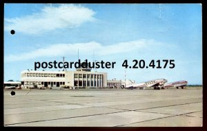 4175 - MONTREAL Postcard 1960s Airport. Canadian Pacific Airline Airplanes