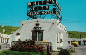 White's City, New Mexico, 1950-1960s ; White's City Deluxe Motel