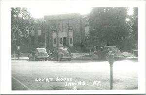 Vtg Cartolina RPPC 1940s Irvine Kentucky Ky Estill Contea Palazzo Della Via Auto