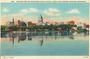 USA Madison And The Wisconsin State Capitol From Lake Monona 03.68