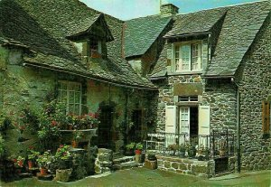 France Le Cantal Pittoresque Salers Maison Auvergnate Postcard