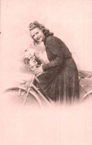 Beautiful Glamour Fashion Lady Dame, Vintage Hairstyle, Bicycle Bike, Postcard