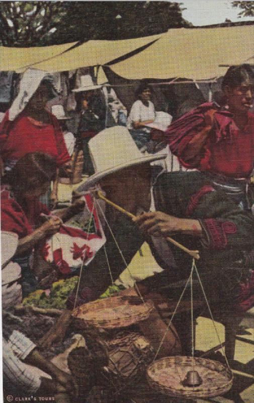 GUATEMALA, 20-40s : Market Scene #2 , CHICHICASTENANGO