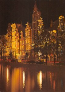 B108768 Nehterlands Amsterdam Old Gables Night view Cars Voitures