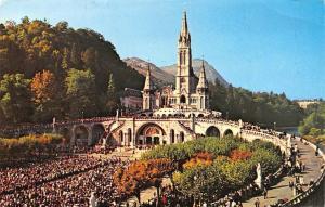 France Lourdes La Basilique et L'Esplanade Promenade Basilica