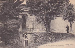 MONT VALERIEN, Hauts De Seine, France, 1900-1910's; Fort Du Mont Valerien, Le...