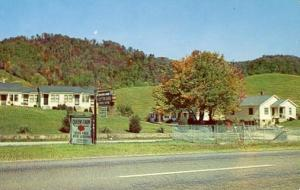 NC - Waynesville. Queen's Farm, Guest House, Cottages, Dining Room