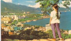 ACAPULCO  GUERRERO MEXICO GIRL AT VISTA PANORAMICA~PANORAMIC VIEW POSTCARD 1960s