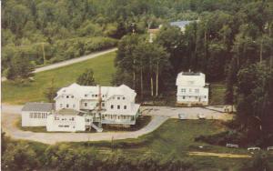 L'Hotellerie et le Secretariat , Lac Bouchette. Cte. Roberval , Quebec , Cana...