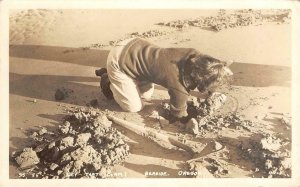 RPPC Get That Clam! Digging For Clams, Seaside, Oregon 1941 Vintage Postcard