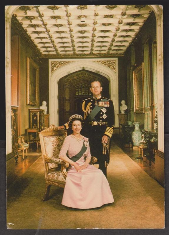 UK Queen Elizabeth II and Prince Philip Formal Dress Grugeon Photo