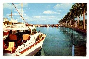 FL - Palm Beach. Yachts & Royal Palms