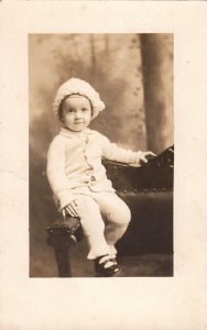 P1830 old azao RPPC very young child nice hat