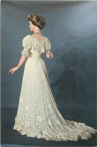 Parisian fashion postcard costume robe habillee