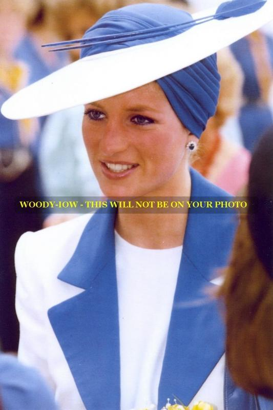 mm570 - Princess Diana in white & blue hat - Royalty photo 6x4