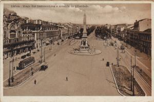 LISBOA, Praca dos Restauradores e Avenida da Liberdade, Portugal, 10-20s