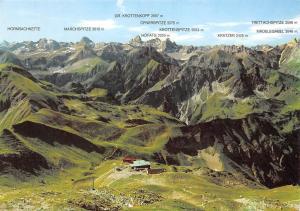 Nebelhorn Bergstation mit Tiroler und Allgaeuer Hochgebirge Marchspitze Hoefats