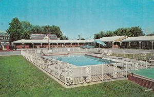CAVE CITY , Kentucky , 1964 ; Holiday Motel , Swimming Pool