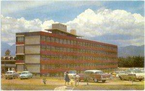Moderna Edificio de la Facultad de Ingernieia Situado en Ciudad Universitaria, C
