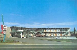 Mountain Home Idaho~Town House Motor Lodge Motel~1950s Cars~Postcard