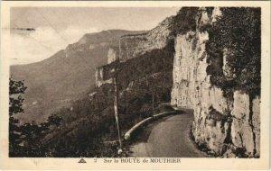 CPA MOUTHIER-HAUTE-PIERRE Sur la Route de Mouthier-Haute-Pierre (1116028)