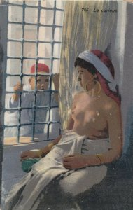 Topless Woman , Algeria , 00-10s ; Le curleux