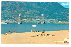 Beach , Okanagan Lake , KELOWNA , B.C. , Canada , 40-60s