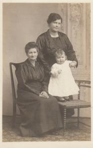 RP: HAMILTON , Ontario , Canada , 1920 ; Family Portrait, Id'ed on back