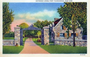 [ Curt Teich ] US NY Fort Ticonderoga - Entrance Lodge (Color)