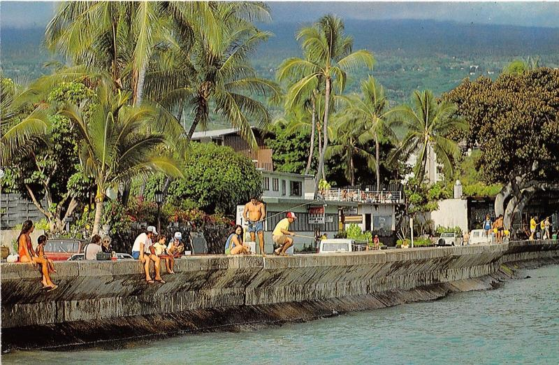 Kailua HI~People Fishing along Harbor from Alii Drive~Island of Hawaii~c1970s Pc