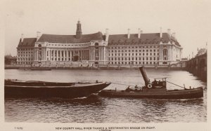 RP: LONDON , England , 00-10s ; New County Hall , Thames River