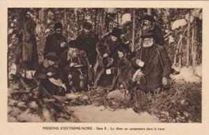Missions D'Extreme-Nord, Serie II, Le Diner Au Campement Dans La Foret, Men E...