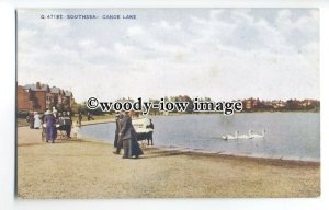 tq0245 - Hants - Swans & Families at the Canoe Lake, in Southsea - postcard