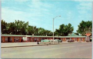 Bismarck, North Dakota Postcard KUILMANS MOTEL 2009 East Main Roadside c1950s