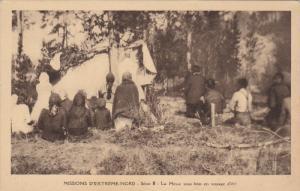 Eskimo Indians , Canada , 1910s : La Messe sous bois en voyage d'ete