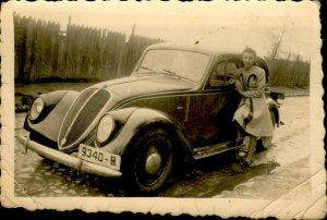 IMV00998 woman romania real photo old car social history