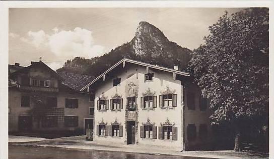RP, Oberammergau, Bavaria, Germany,1900-10s ; Strassenpartie mit Kofel