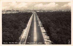 Berlin Die Ost Westache Road Vintage Cars Panorama Postcard