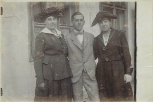 Social history young elegant man women hats early fashion photo postcard 1920