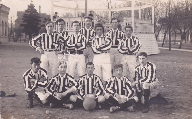 RP: Central School Football Team , REGINA , Saskatchewan , Canada , 00-10s
