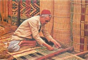Postcard Ethnic Nabeul artisan mattier worker traditions man hat red folk art