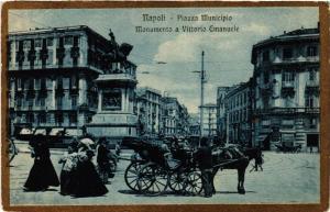 CPA NAPOLI Piazza Municipio-Monumento Vittorio Emanuele. ITALY (526646)