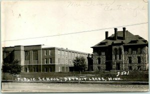 DETROIT LAKES, Minnesota RPPC Real Photo Postcard PUBLIC SCHOOL Street View 1946