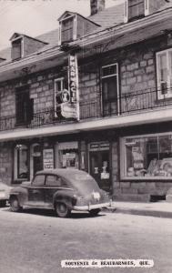 RP: Pharmacie , Beauharnois , Quebec , Canada , 30-40s