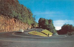 USA World Famous Hairpin Turn on the Mohawk Trail, Mass. Road Cars Voitures
