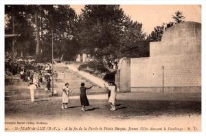 Saint Jean de Luz    Pelote, Jai Alai,  women dancing on court